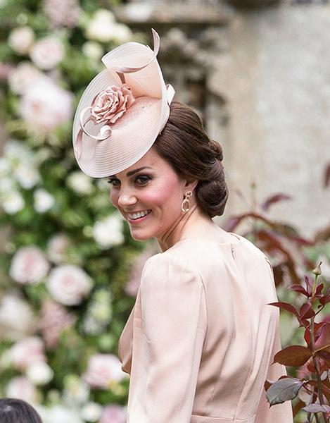 Фото №12 - Герцогиня Кембриджская в роли няни на свадьбе сестры (фото)