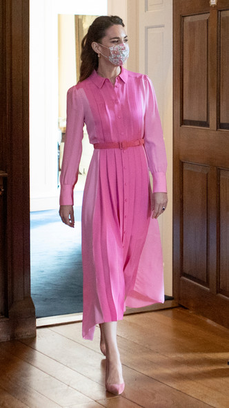 Фото №19 - Клетка, джинсы и костюмы: все наряды герцогини Кейт в туре по Шотландии
