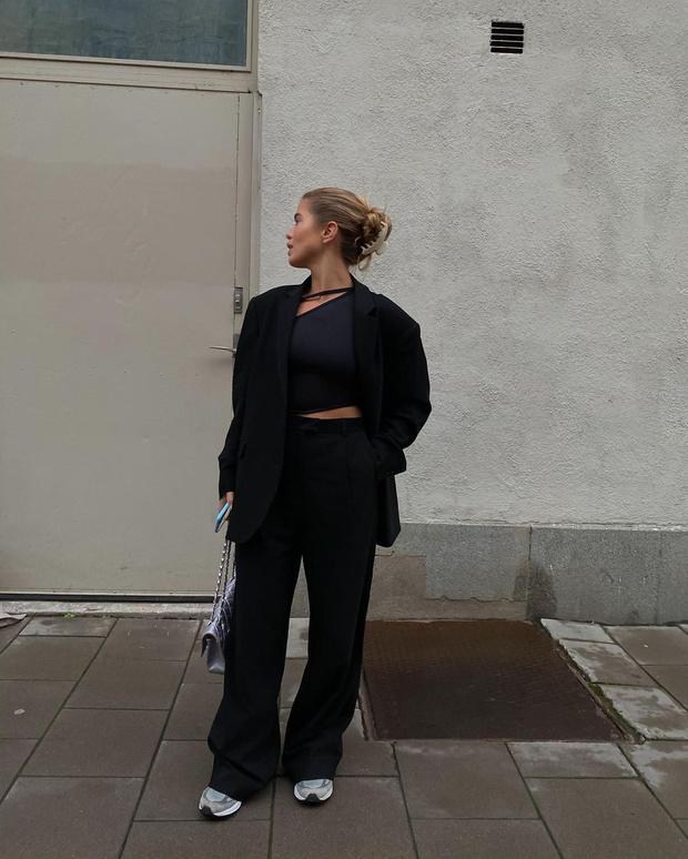 Фото №1 - Как выстроить силуэт, если вы носите объемные вещи? Матильда Джерф показывает на собственном примере