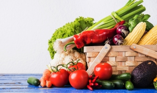 Фото №1 - Санитарные врачи объяснили, как правильно мыть овощи и фрукты