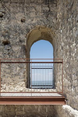 Фото №6 - Студия Meritxell Inaraja восстановила замок XII века в Каталонии
