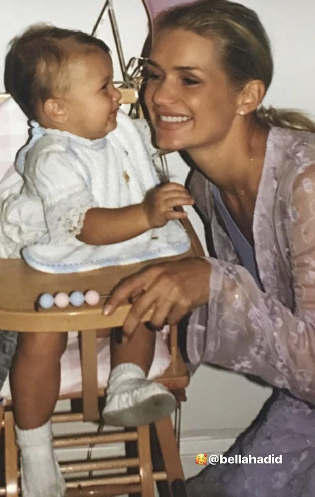 Фото №26 - 40 доказательств любви: редкие фото, которыми поздравили Беллу Хадид ее мама и сестра