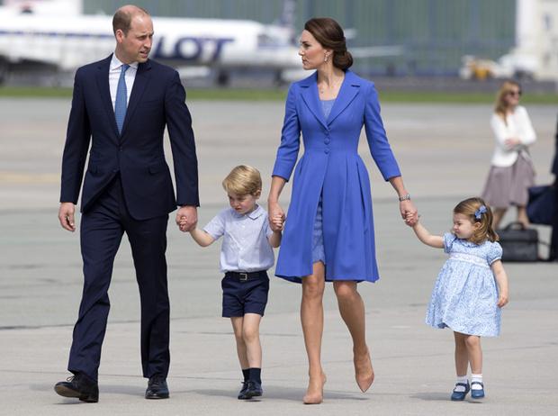 Фото №1 - Мама, ну идем же: принцессе Шарлотте не терпелось покинуть Польшу