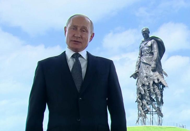 Фото №1 - Лучшие шутки про самое короткое обращение Путина к россиянам