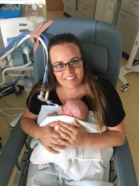 Фото №5 - Мать засняли с малышом за секунды до его смерти