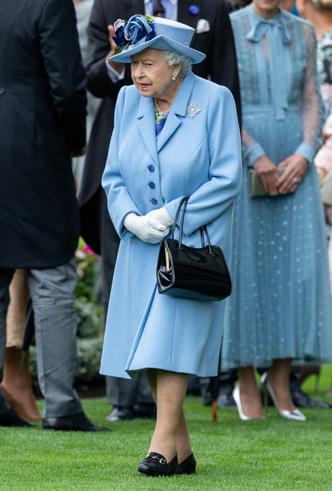 Фото №3 - Королева стиля: 5 образов Елизаветы II на Royal Ascot