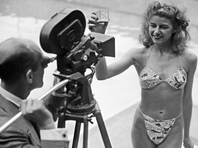 Луи Реар и модель в бикини