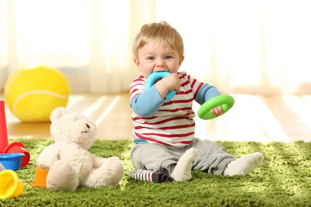 Фото №1 - Что делать, если ребенок проглотил монету, батарейку или шарик