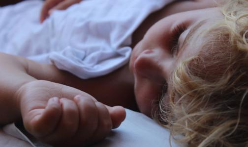 Фото №1 - Ребенок отравился: как ему помочь, чем лечить и когда необходимо вызывать врача. Инструкция доктора Комаровского