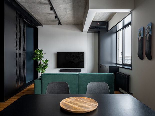 Фото №1 - Маленькая квартира в оттенках черного и серого