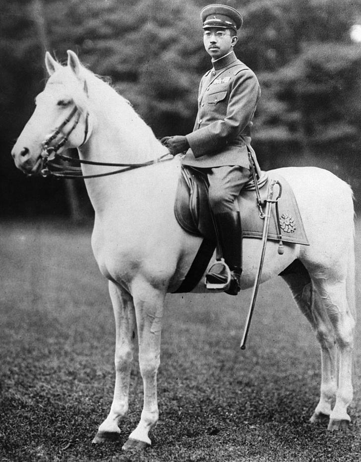 Фото №7 - «Изобилие и добродетель»: жизнь 124-го императора Японии Хирохито в 15 фотографиях