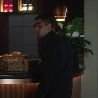 Фото №5 - Патрик в платье, а Ребе с челкой: смотри первые кадры из пятого сезона «Элиты»💥