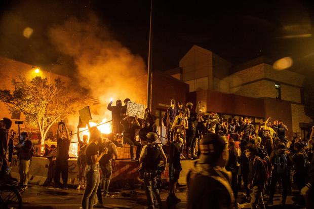 Фото №5 - Пентагон направил 1,6 тысячи военных к Вашингтону, чтобы остановить беспорядки