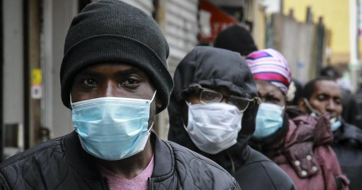 Фото №1 - В американском штате выпустили приказ носить маски всем, кроме чернокожих
