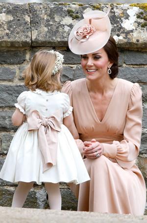 Фото №4 - Какая родительская привычка Кейт и Уильяма вдохновляет звезд (но раздражает Королеву)