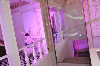Фото №2 - На выставке «Алиса в стране чудес» проходят необычные квесты