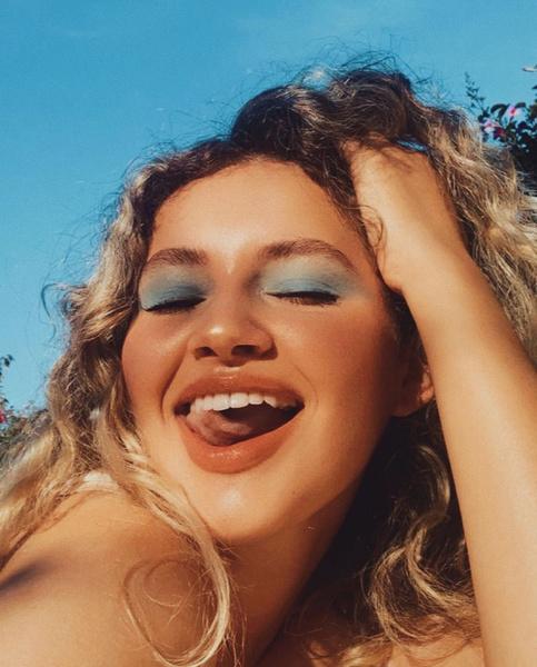 Фото №3 - Как краситься летом: тренды в макияже 2021