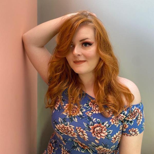 Фото №1 - Как 24-летняя полностью слепая девушка делает профессиональный макияж наощупь