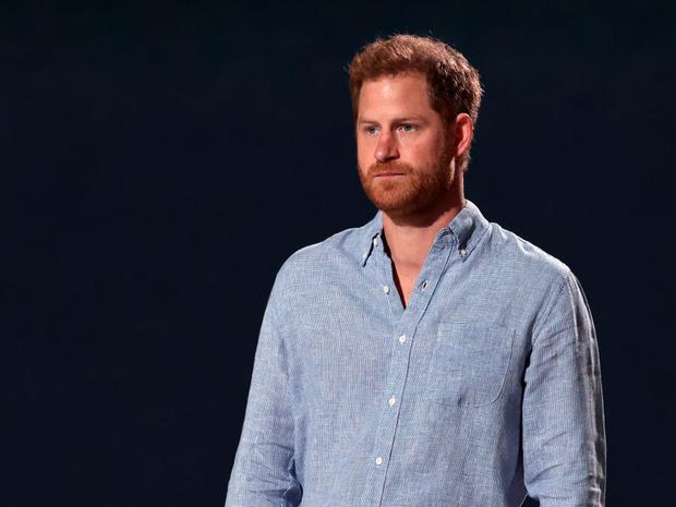 Фото №1 - Почему принц Гарри так и не смог найти покой ни в Британии, ни в Америке