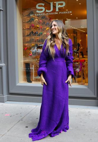 Фото №2 - Платье на осень: вязаное, с волнующим разрезом и бахромой, как у Сары Джессики Паркер