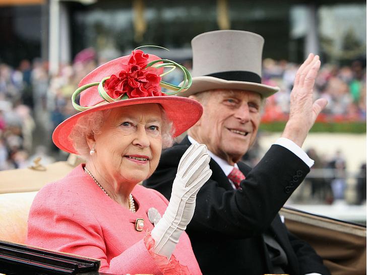 Фото №3 - Как дети Королевы поддерживают ее после смерти принца Филиппа