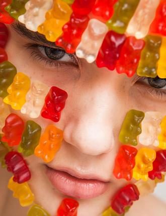 Фото №10 - Стразы и наклейки на лице: новый beauty-тренд