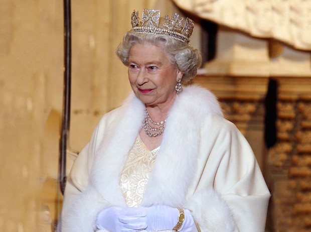Фото №2 - От Королевы до герцогини Кейт: как королевские особы носят мех