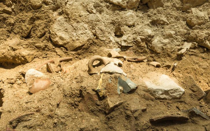 Фото №1 - Археологи нашли следы землетрясения, описанного в Библии