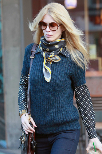Фото №12 - Любимый аксессуар: как звезды носят шелковые платки