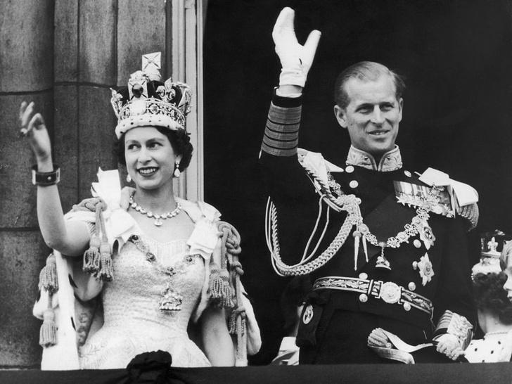 Фото №2 - Тяжелая ноша: единственный раз, когда принц Филипп не справился с грузом ответственности за Корону