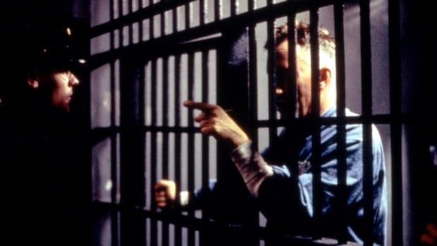 Фото №2 - 9 отличных фильмов о тюрьме и заключенных, которые ты, скорее всего, не видел