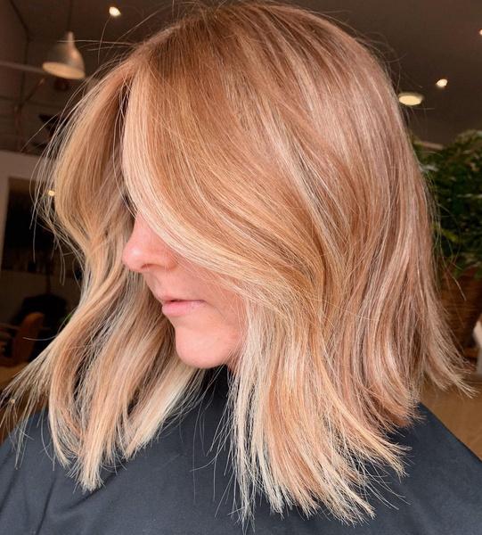 Фото №7 - Клубничный блонд: идеальный оттенок волос для тех, кто не может выбрать между розовым и рыжим
