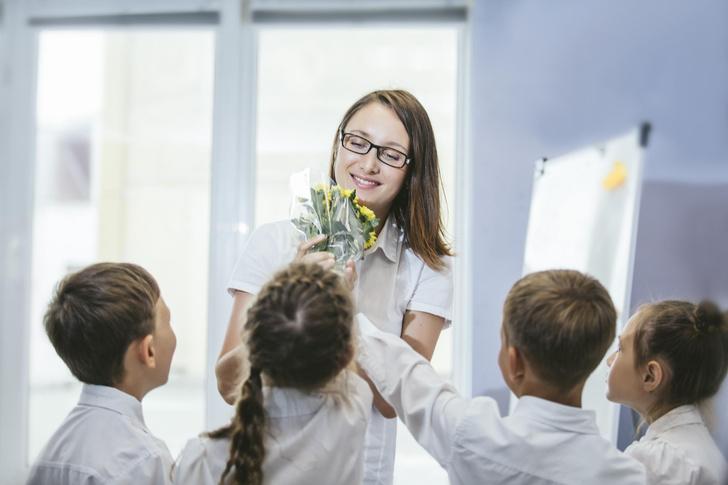 Фото №1 - 5 самых неудачных подарков в День учителя: мнение педагога