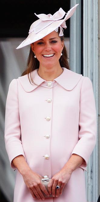 Фото №28 - В модном положении: две беременности герцогини Кембриджской (сравним?)