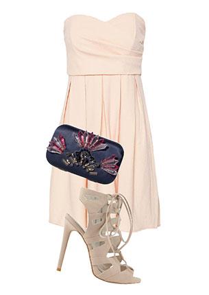 Платье, Pull & Bear, 1999 руб.; клатч, Zara, 2999 руб.; босоножки, Aldo, 6990 руб.