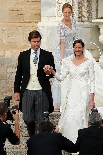 Фото №4 - 10-метровый шлейф несли четверо: принцесса Лихтенштейна вышла замуж в сказочном платье