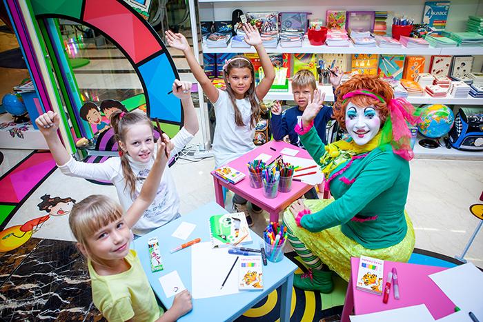 Фото №1 - В ВЕСНЕ и ГУМе ребята подготовились к школе