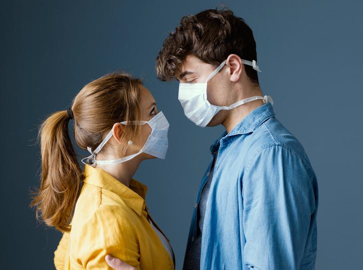 Фото №1 - Рукопожатия, поцелуи и объятия: как меняются культурные нормы в эпоху пандемии