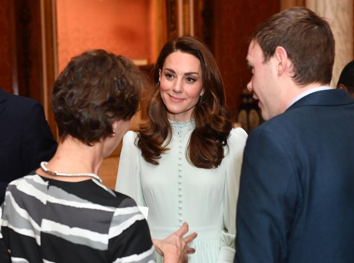 Фото №2 - Герцоги Кембриджские и Сассекские на приеме в Букингемском дворце