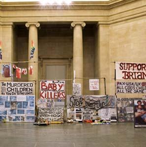 Фото №1 - Современное искусство уклонилось в политику