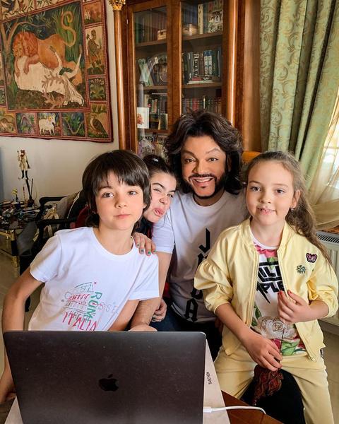 Филипп с Мартином, Аллой-Викторией и Софией