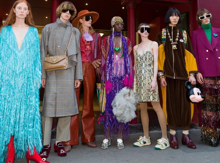 Фото №1 - От страусиных перьев до огромных жилетов: 10 главных трендов из нового показа Gucci SS 2019