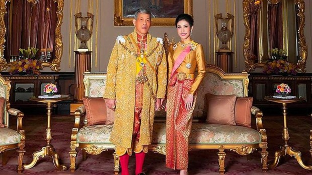 Фото №2 - Король Таиланда помиловал неверную любовницу и освободил ее из тюрьмы
