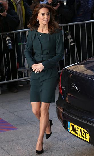 Фото №11 - 5 причин, почему Кейт Миддлтон не ругают за мини-юбки
