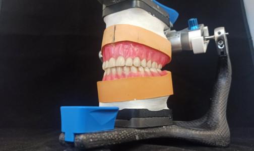 Фото №1 - Вместо пластмассы - стекло. Биомеханики придумали, как продлить срок службы зубных протезов