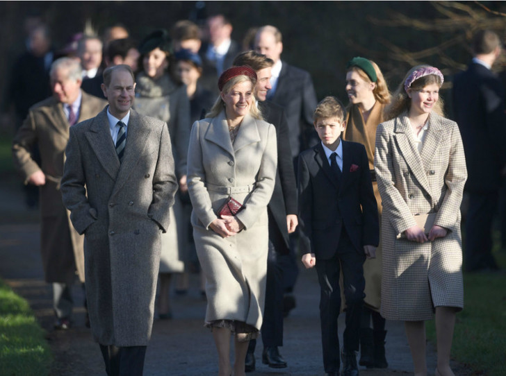 Фото №7 - Королевская семья на рождественской службе в Сандрингеме: без Сассекских, но с принцем Эндрю