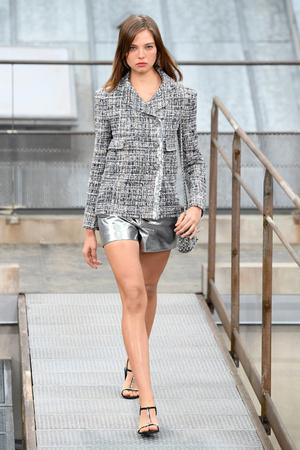 Алеся Кафельникова на показе Chanel.