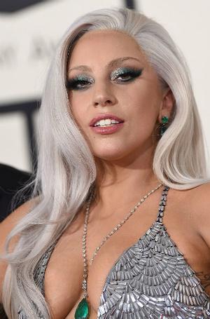 Фото №30 - Как хорошела Леди Гага: все о громких бьюти-экспериментах звезды