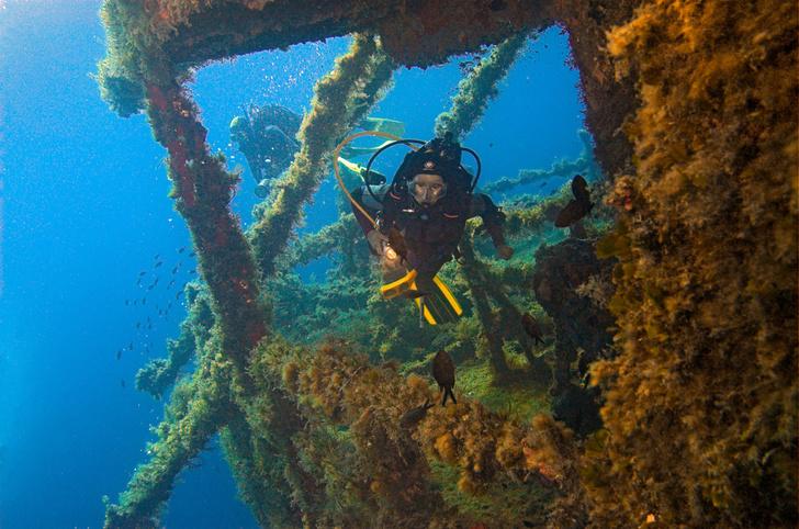 Фото №1 - Греция разрешила туристам посещать затонувшие корабли