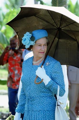 Фото №6 - Виндзорские зонтики: королевский способ спрятаться от дождя